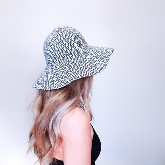 5/$25 Black & White Wide Brim Floppy Sun Hat